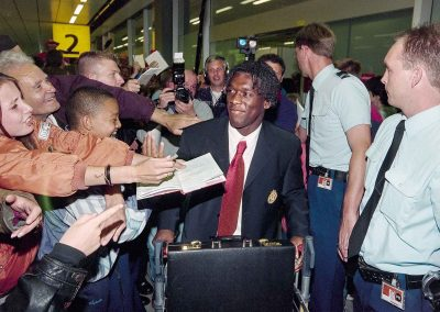 Clarence Seedorf arriving at Amsterdam Airport, seemingly still popular here surrounded by fans, but took a lot of criticism for missing the crucial penalty, Juli 1996. Photo: Berf Verhoeff (Copyright Hollandse Hoogte)