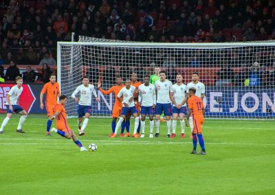 Memphis Depay about to shoot against England (Wikicommons)