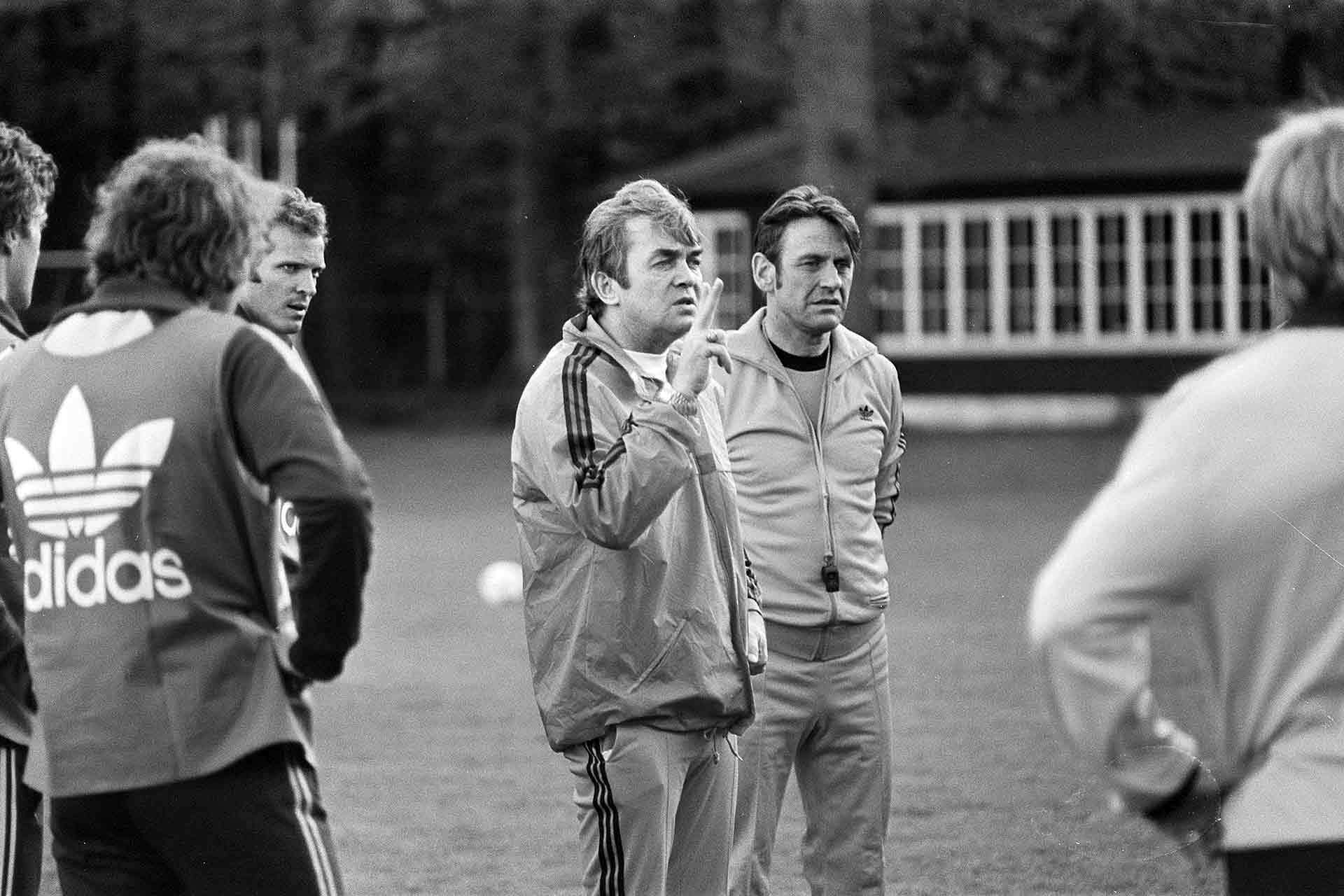 Coach Dutch national team at Zeist, Ernst Happel (Photo: Hans Peters / Anefo, Wikimedia Commons)