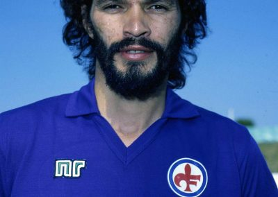 Brazil football player Socrates playing for Fiorentina 1984-85