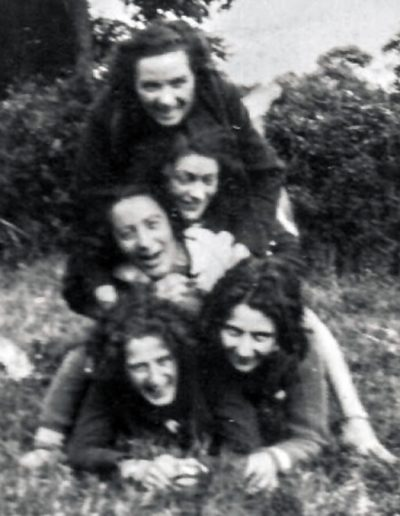 1933; Lizzy Ashcroft (top) Lily Parr (bottom right) (Source: Lizzy Ashcroft Collection).