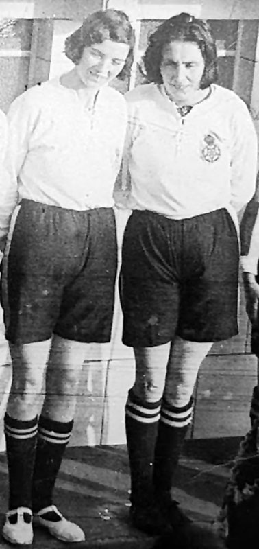 5ft 8in Lizzy Ashcroft + Lily Parr: Blackpool Baths 1931 (Source: Steve Bolton).