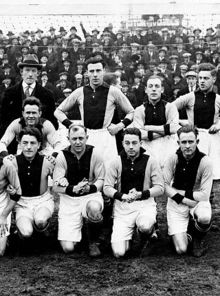 The Ajax team, 1926 with Eddy Hamel is front row, left (Photo: Courtesy of Ajax, Wikimedia Commons)